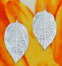 Glamorous large silver curve textured leaf pierced earrings fashion part... - $28.21 CAD