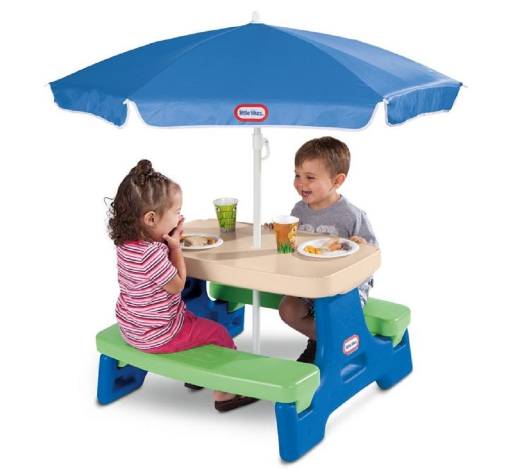 Kids_play_picnic_table