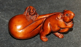 Netsuke Hand Carved Wood Figurine Mouse Mother and Baby Japan Signed - $19.90