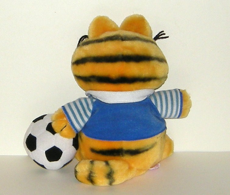 1/2 off! Vintage Dakin Garfield Plush Cat Soccer Play w Ball 1981