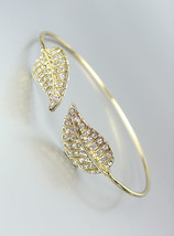 *NEW* Designer Style Thin Gold CZ Crystals Leaf LEAVES Cuff Bracelet - $382,27 MXN