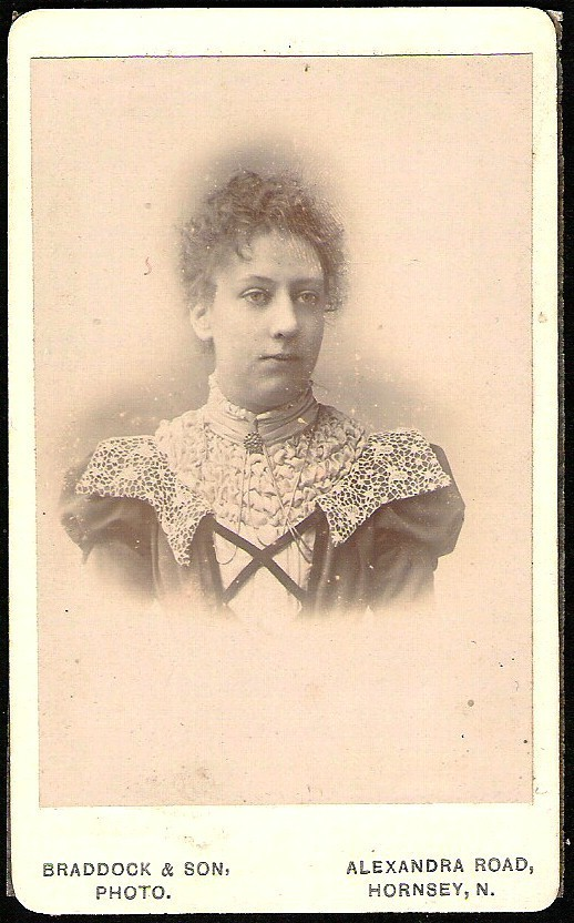ANTIQUE VICTORIAN ELEGANT FASHIONABLE WOMAN CARD DE VISITE PHOTO W/GLASSINE