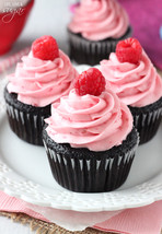 Raspberry chocolate cupcakes9 thumb200