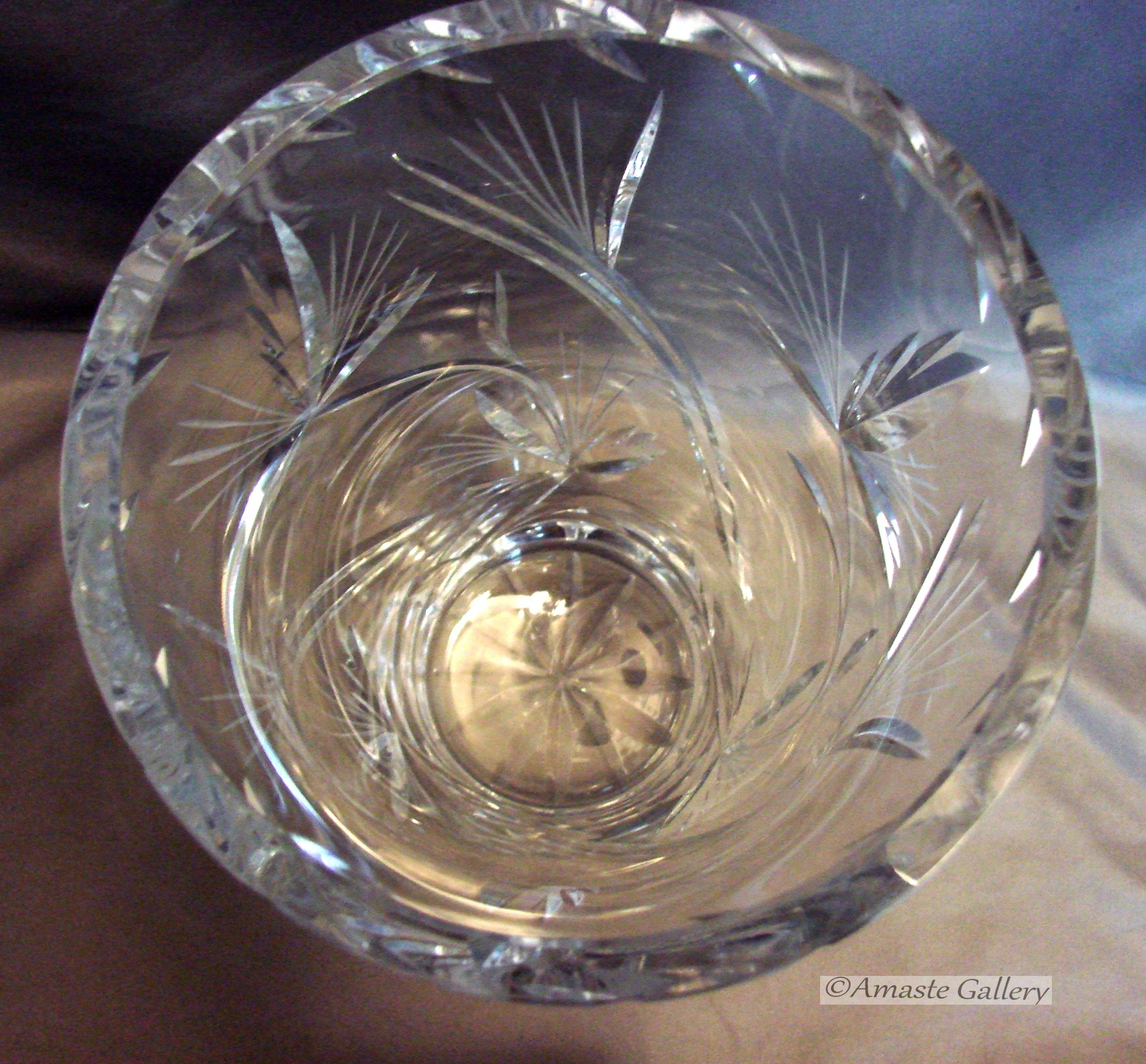 Stunning 10 Inch Tall Crystal Vase~ Inspired by Nature~ Beautiful Cuts~ Thick~He image 5