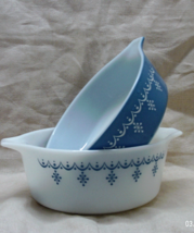 Two Vintage Pyrex Snow Flake Blue Casserole Dishes With LIds 1 1/2 Pt. a... - $22.00