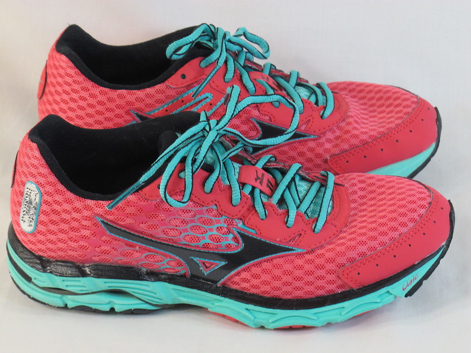 brand new e7d6b 4abb8 Mizuno Wave Inspire 11 Running Shoes Women s Size 7 US Near Mint Condition