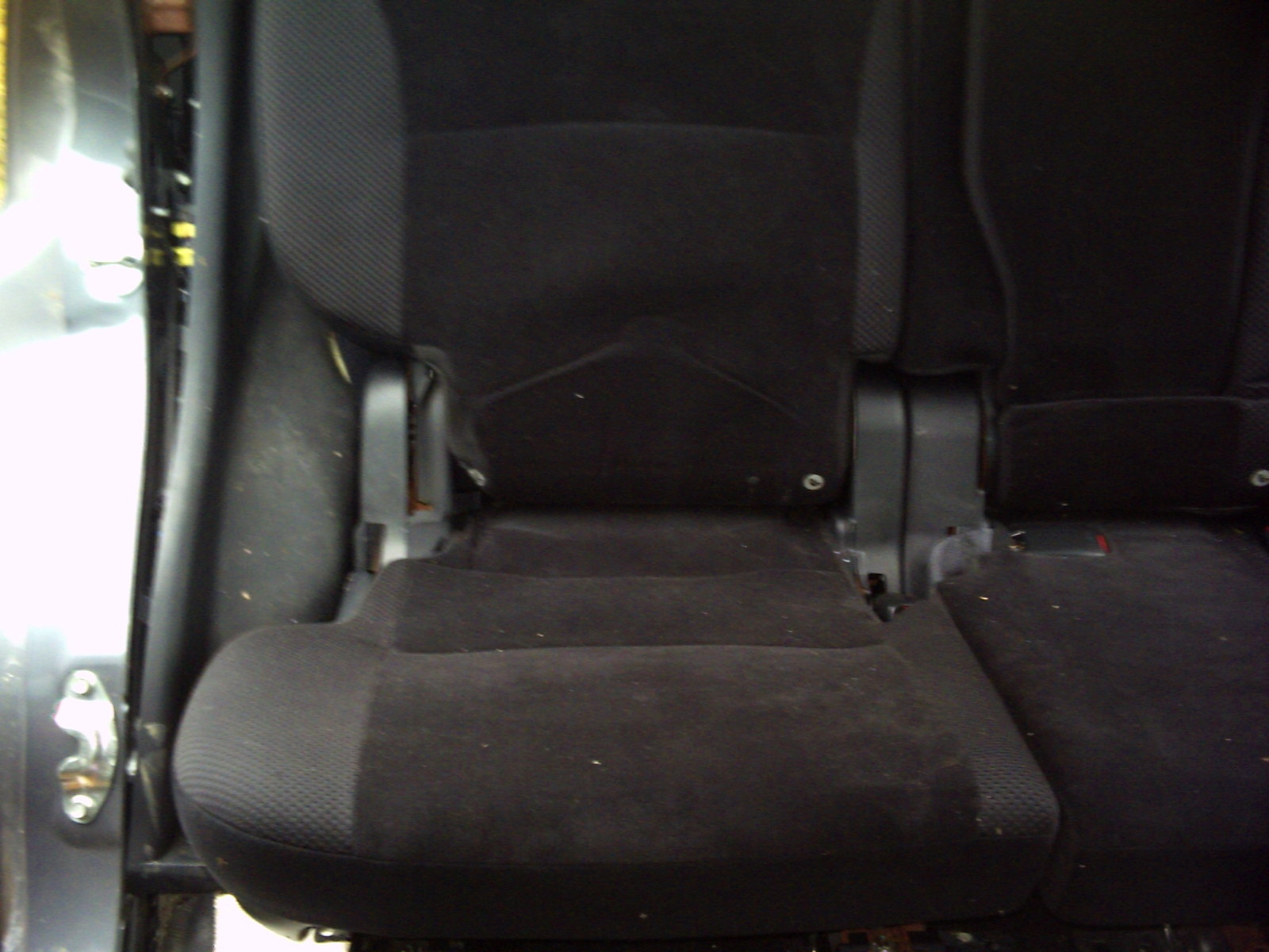 "2010 MITSUBISHI OUTLANDER RIGHT 40""  REAR SEAT"