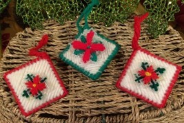HANDCRAFTED VINTAGE ORNAMENTS LOT OF 3 PLASTIC CANVAS  SNOWFLAKES RED GR... - $12.71