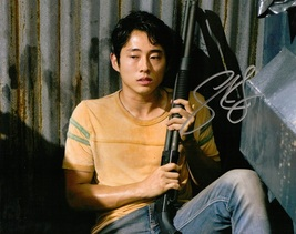 STEVEN YEUN THE WALKING DEAD AUTOGRAPHED PHOTO  - $19.95