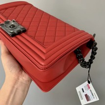 NEW RARE AUTH CHANEL RED QUILTED CALFSKIN SO BLACK HW MEDIUM BOY FLAP BAG image 5