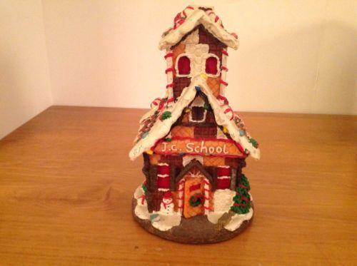 Adorable Lemax Gingerbread House Ceramic Christmas Village lighted Display