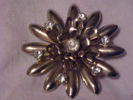Pin Brooch VIntage Clear Crystal Center Rhinestone Gold Tone Starburst R... - $8.85