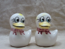 Vintage Hand Painted Funny Kitsch Little Ducks Salt & Pepper Shakers // S&P Set - $9.00