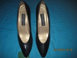 STUART WEITZMAN CLASSIC NAVY DRESS PUMPS W/ GOLD-TONE MIDSOLE TRIM, 9.5 AA  - $39.00