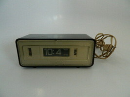 Vintage General Electric Lighted Dial Fip Clock Model 8127-3 – Working - $29.99