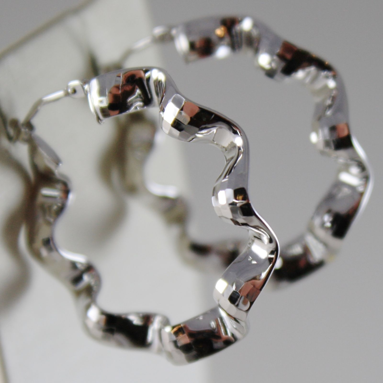 18K WHITE GOLD EARRINGS CIRCLE HOOP 32 MM, ONDULATE FACETED BRIGHT MADE IN ITALY