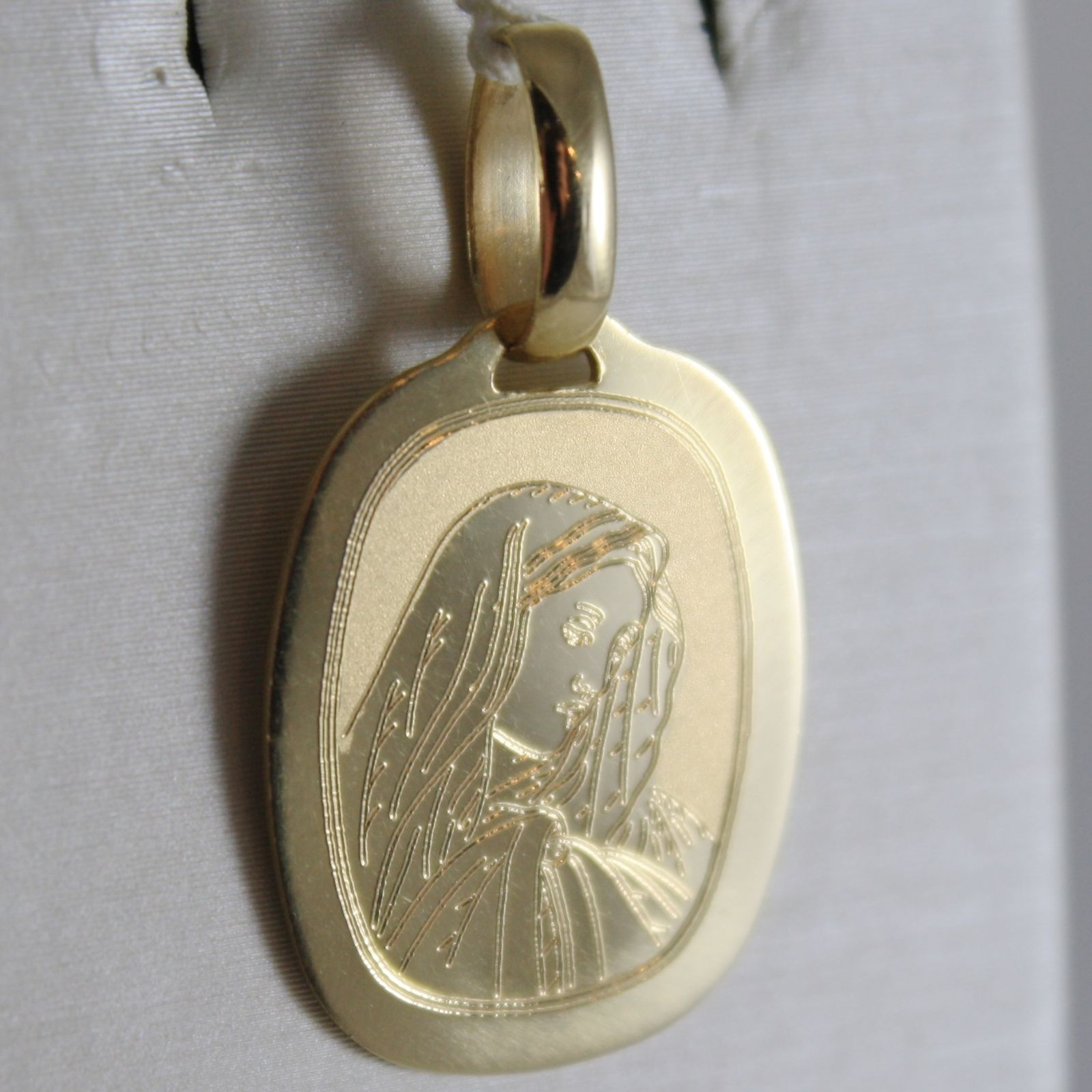 18K YELLOW GOLD OVAL MEDAL VIRGIN MARY MADONNA ENGRAVABLE MADE IN ITALY