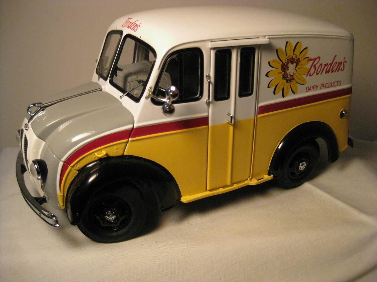 1950 DIVCO BORDEN'S MILK TRUCK DANBURY MINT DIECAST MODEL