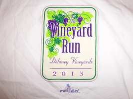 "Delaney Vinyards ""The Vinyard Run 2013"" White Graphic Print T Shirt - L - $17.46"