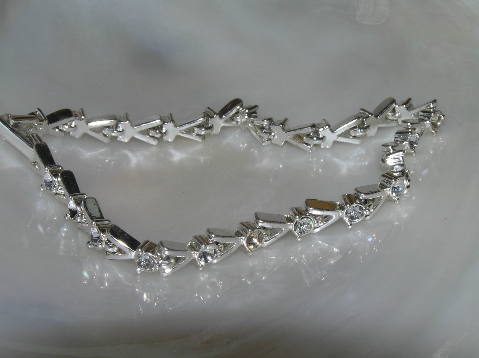 Vintage Dainty AVON Signed Clear Rhinestone in Slivertone V Link Bracelet – mark