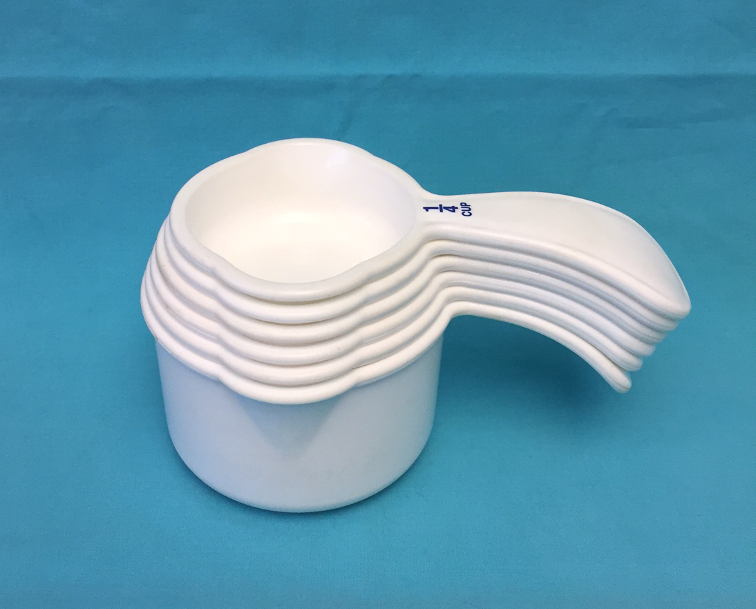Vintage Tupperware measuring cups full set of 6 curved handles white with blue