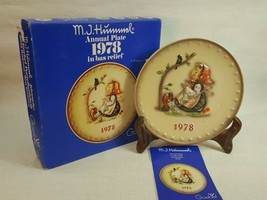 M.J. Hummel Annual Plate 1978 In Bas Relief  with original box FD493 - $14.95