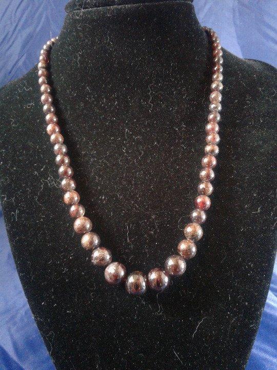 "17"" Handmade Graduated Garnet Beaded Necklace Z164"