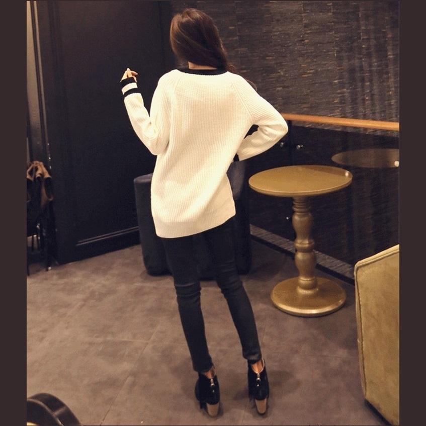 Loose Long Sleeved Knitted Pullover Stripe Edge Deep V Neckline White Sweater