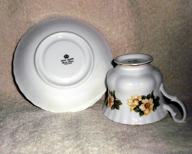 Royal Albert Teacup and Saucer Yellow Rose Pattern Small Bud Roses Bone China