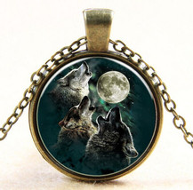 BEAUTIFULLY ILLUSTRATED  WOLF CABOCHON PENDANT - $3.99