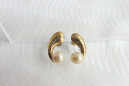 Faux Pearl Sterling Earrings Commas Screw Backs Gold Wash Off White Signed - $18.00