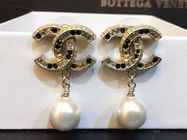 2015 CHANEL GOLD BLACK LARGE CRYSTAL CC PEARL DROP EARRINGS AUTHENTIC
