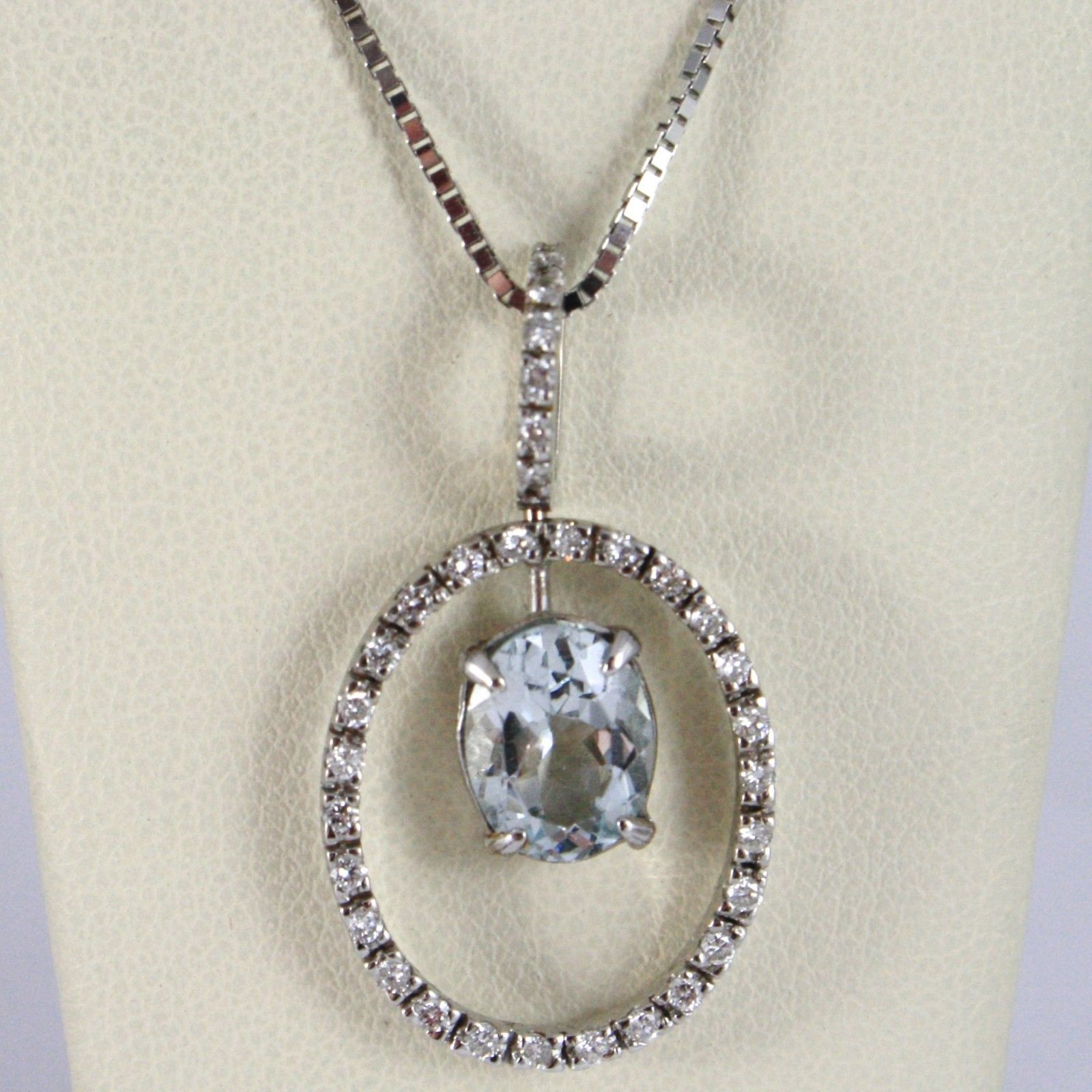 18K WHITE GOLD NECKLACE, OVAL AQUAMARINE PENDANT, DIAMONDS FRAME, VENETIAN CHAIN