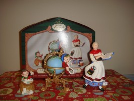 Hallmark 2001 Lettera Globus And Mrs Claus Collectors Club Ornament - $14.99