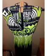 Green Long Form flattering Plunging V neckline Print dress ~ size Medium... - $19.52