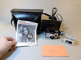 Vtg Vintage Polaroid SQUARE SHOOTER 2 Land Camera w/ CASE . MANUAL + bulbs - $15.53
