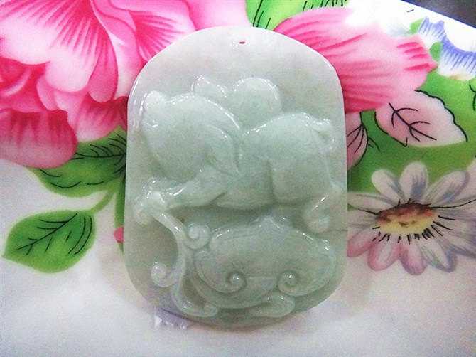 Free Shipping - Hand carved Natural  green jadeite jade carved Zodiac Pig charm