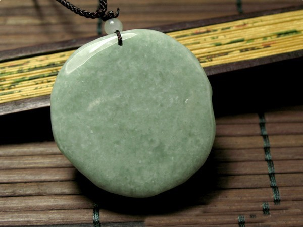 Free Shipping - good luck Amulet Hand carved Natural Pea Green jade Laughing Bud