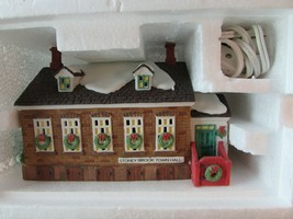DEPT 56 56448 STONEY BROOK TOWN HALL LIGHTED BUILDING NEW ENGLAND VILLAG... - $19.55