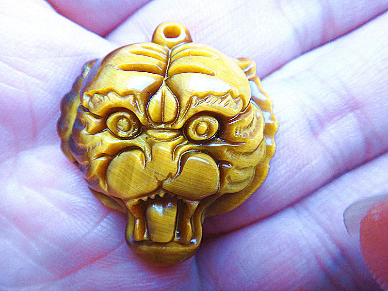 Free Shipping - HAND CARVED good luck 100% Natural Yellow Tiger eye stone carved