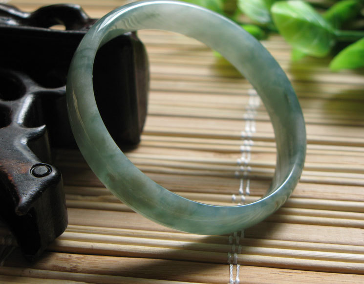 Free Shipping - good luck perfect  Natural Green Grade AAA Jadeite Jade Round ch