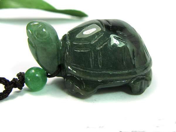 Free Shipping - good luck Amulet Natural dark green jade sea Turtle charm Pendan