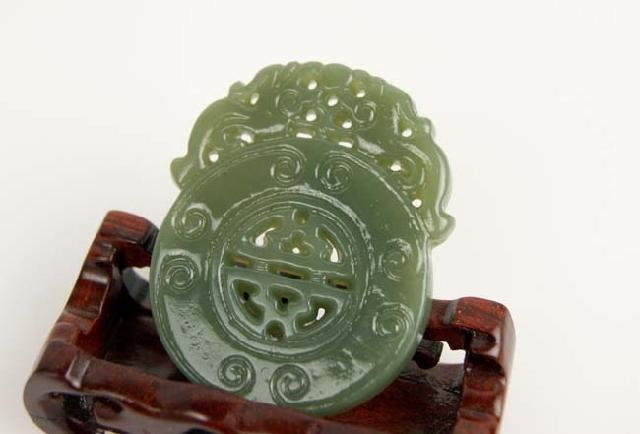 Free Shipping -  Hand-carved Genuine Natural Green jade Carved '' Pi Yao '' Amul