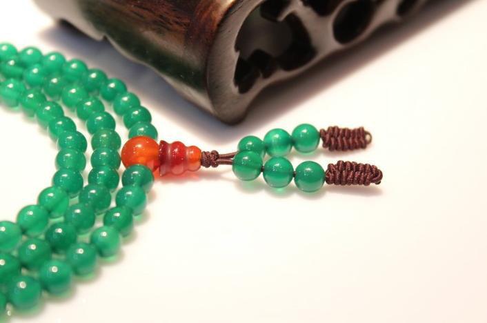 Free Shipping - Tibetan Buddhist natural green Agate / Carnelian 108 beaded medi