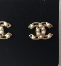 AUTHENTIC Chanel White Pearl GOLD PLATED CC LOGO Stud Post EARRINGS  image 6