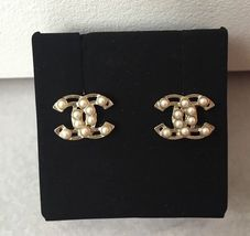 AUTHENTIC Chanel White Pearl GOLD PLATED CC LOGO Stud Post EARRINGS  image 5