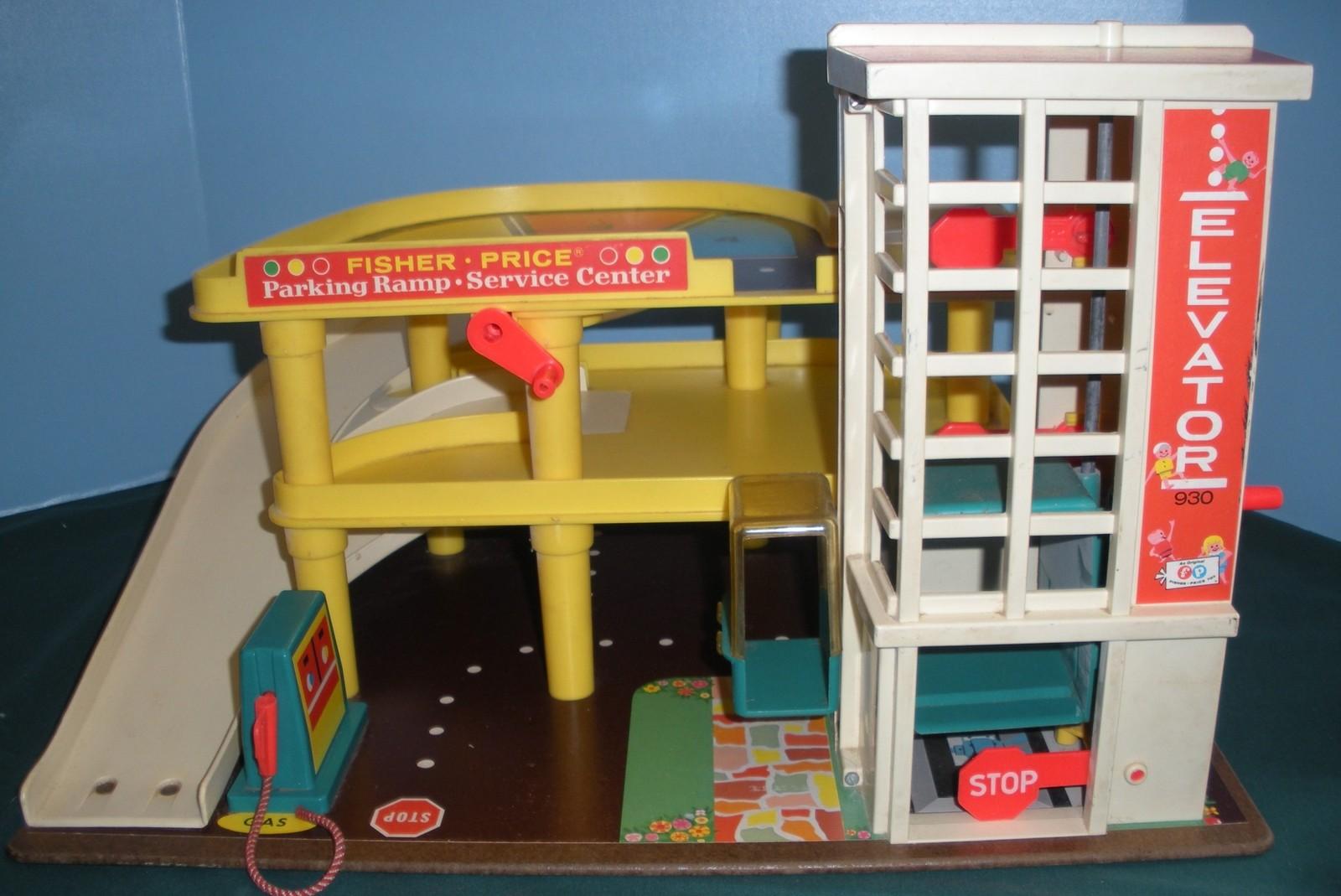 Vintage Fisher Price #930 Garage Complete + Bonus/EXC+++  (T)