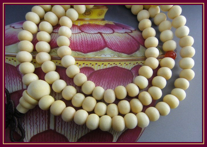 Free Shipping - 8 mm beads Tibetan Natural white sandalwood Mala with Red agate