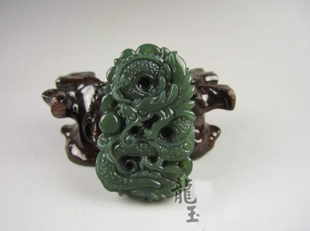 Free Shipping - 2012 Year Natural Green jade carved Dragon charm Pendant / neckl