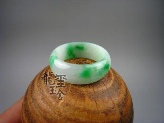 Free Shipping -  Adjustable size Natural Green Apple  Round Jadeite Jade charm R